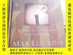 二手書博民逛書店AMERICA罕見LOOKS UP MAX LUCADOY370