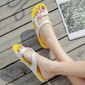 涼鞋女夏平底鞋ins潮2021新款百搭夏季一字帶仙女風黃涼拖鞋女士 夢幻小鎮