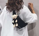 帆布包 小熊包包女斜挎包2021新款潮斜跨百搭運動胸包單肩網紅帆布腰包【快速出貨八折下殺】