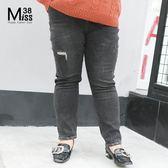 Miss38-(現貨)【A08159】大尺碼牛仔褲 個性割破 顯瘦黑灰色 彈力 鬆緊腰頭 百搭長褲 -中大尺碼