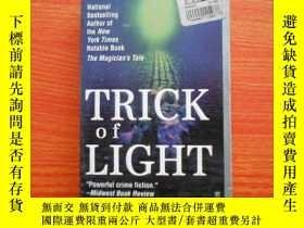 二手書博民逛書店trick罕見of light23429