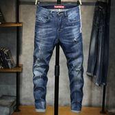牛仔褲男 時尚個性牛仔九分褲男圖案潮流藍色磨破男裝韓版男褲子 單寧牛仔長褲《印象精品》t6074