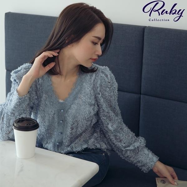 上衣 RCha。V領排扣透膚蕾絲長袖上衣-Ruby s 露比午茶
