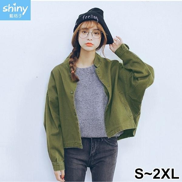 【V2516】shiny藍格子-簡約復古.純色寬鬆壓釦蝙蝠袖外套