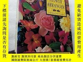 二手書博民逛書店THE罕見COMPLETE FLOWER ARRANGER 大1