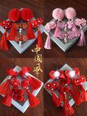 中國風髮飾品新年款女孩紅毛球頭卡禮盒流蘇格格頭花髮夾  范思蓮恩