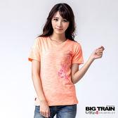 BIG TRAIN 蝶舞牡丹V領TEE-女-橘色