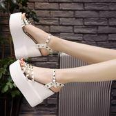 高跟鞋涼鞋 正韓松糕厚底鞋鉚釘露趾坡跟一字扣女鞋