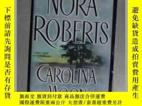 二手書博民逛書店英文原版罕見Carolina Moon by Nora Robe