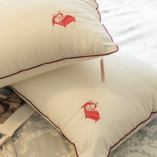 【兔兔棉枕頭】(2入)新光四孔纖維棉枕頭 電繡本舖LOGO 枕頭 台灣製 棉床本舖