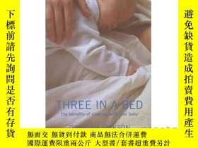 二手書博民逛書店Three罕見in a Bed: The Benefits of Sleeping w...-三個在床上:睡覺的好