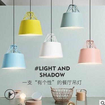 特惠 北歐馬卡龍彩色創意吊燈餐廳床頭燈咖啡館服裝店裝飾燈(不送光源)