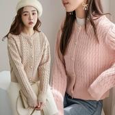 MIUSTAR 橢圓珍珠釦短版麻花針織外套(共3色)【NH2863】預購
