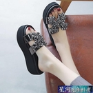 增高拖鞋 拖鞋女夏外穿新款鬆糕厚底厚底楔形涼鞋增高高跟涼拖風 星河光年