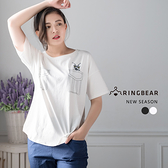 短袖衣服--百搭親膚舒適修身胸前貓咪口袋印圖T恤上衣(黑.白L-3L)-T244眼圈熊中大尺碼