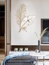 簡約現代鐵藝羽毛時鐘輕奢風客廳裝飾品家用鐘飾創意個性時尚掛鐘 夢幻小鎮