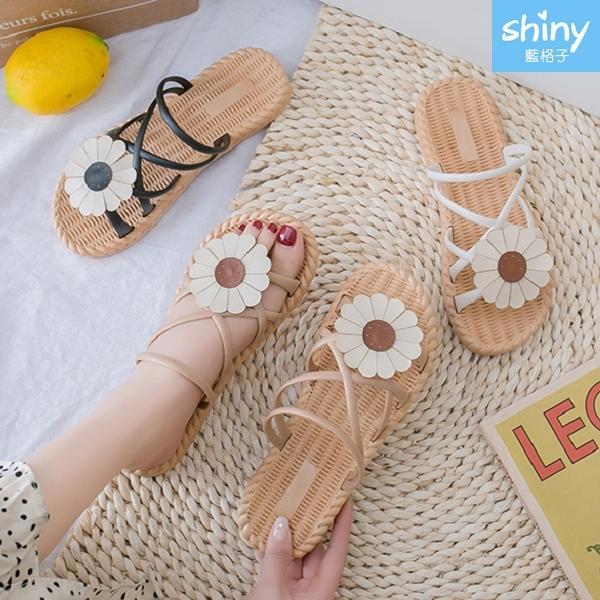 【V8976】shiny藍格子-甜美夏日.時尚花朵平底羅馬涼拖鞋