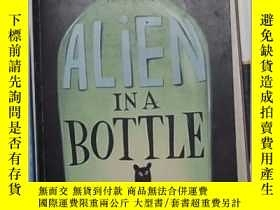 二手書博民逛書店英文原版罕見Alien in a Bottle by Kathy