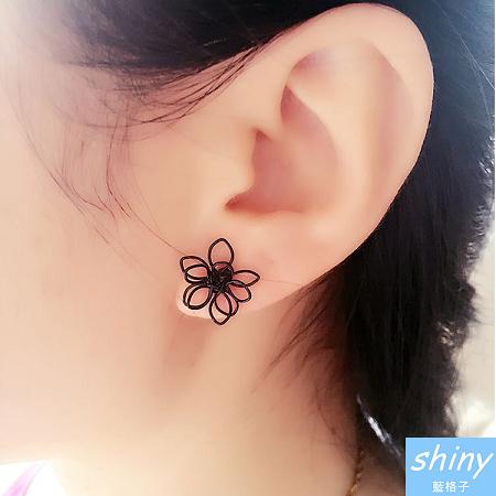 【30A75】shiny藍格子-時尚美風.氣質簡約雙層鏤空花朵耳環