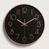 時鐘壁鐘電池大字體石英鐘靜音鐘立體數字刻度臥室北歐風圓形靜音掛鐘慢思行【J203 】