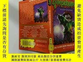 二手書博民逛書店The罕見Scarecrow Walks at Midnight:稻草人半夜散步Y200392