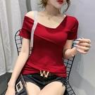 心機短T 米貝婭2021夏新款時尚百搭一字領露肩鑲鉆短袖T恤女修身純色上衣