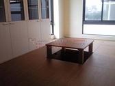 系統家具 玻璃書櫃,和室收納櫃 中間可昇起來的桌子可當麻將桌使用 系統地板 E1V313 EGGER