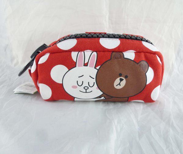 【震撼精品百貨】LINE FRIENDS_兔兔、熊大~化妝包-紅底圓點大拉鍊【共1款】