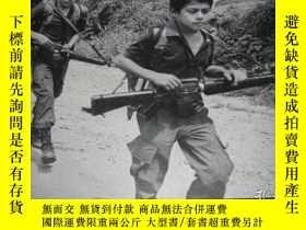 二手書博民逛書店child罕見soldiers(彩色與黑白圖集)Y17608 E