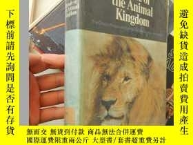 二手書博民逛書店Parade罕見of the Animal Kingdom:Th