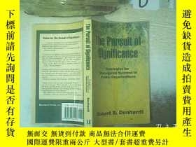 二手書博民逛書店THE罕見PURSUIT OF SIGNIFICANCE 意義的追求Y261116