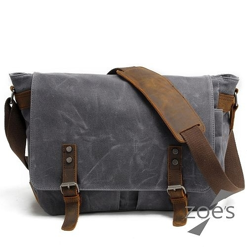 【Zoe s】英倫街頭 帆布配真皮雙口袋大容量掀蓋郵差包(品味灰)