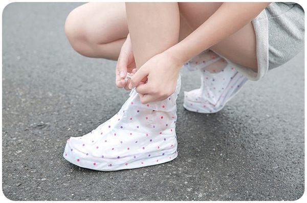 【點點鞋套】時尚小圓點加厚雨鞋套 男款女款防滑平底鞋套 高跟鞋子拉鍊式雨鞋 防水耐磨 鬆緊帶