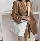 潮女大包包 寬帶大包包女新款2021時尚斜挎單肩包大學生百搭慵懶風購物袋【快速出貨八折鉅惠】