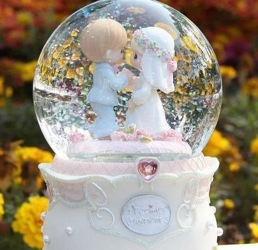 食尚玩家 精品水滴十指相扣娃娃浪漫婚禮水晶球結婚音樂盒自動飄雪花旋轉水晶球送朋友結婚禮物