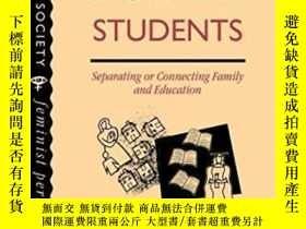 二手書博民逛書店Mature罕見Women Students: Separating Of Connecting Family A