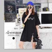 長版T--韓版時尚休閒百搭圓領短袖顯瘦英文字開衩寬鬆T恤(黑XL-4L)-U519眼圈熊中大尺碼