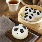 一顆顆手工捏製而成 可愛討喜的熊貓包來囉 一口咬下滿滿香濃芝麻內餡 甜而不膩,美味又健康!