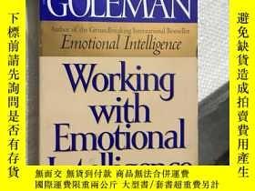 二手書博民逛書店Working罕見with Emotional lntellig