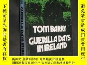 二手書博民逛書店tom罕見barry Guerilla Days in Irel