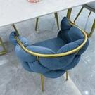 北歐輕奢單人沙發椅 現代網紅ins創意美甲店化妝椅少女臥室梳妝椅 夢幻小鎮「快速出貨」