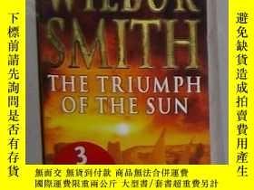 二手書博民逛書店英文原版罕見The Triumph of the Sun by