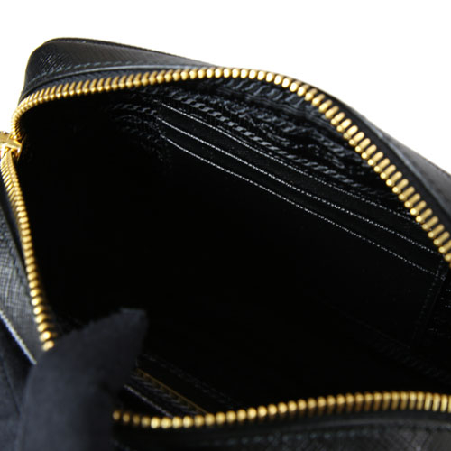 PRADA SAFFIANO 防刮皮革金字LOGO 迷你相機斜背包(黑色)