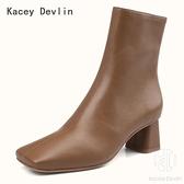 鹿皮舒適內里真皮方頭粗跟中筒時裝短靴女鞋【Kacey Devlin 】