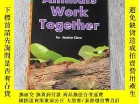 二手書博民逛書店Animals罕見Work Together(Science )