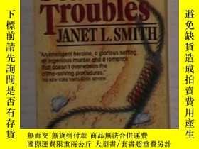 二手書博民逛書店英文原版罕見Sea of Troubles by Janet L