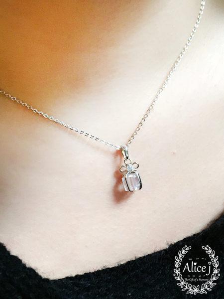 秋冬浪漫  蝴蝶結鑲鑽禮物盒鎖骨鏈