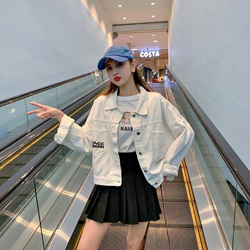 克妹Ke-Mei【AT61930】秋chic設計風!背後小花字母電繡立領排釦牛仔外套