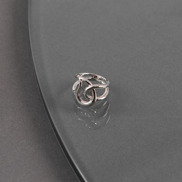 Queen Shop【07060175】質感幾何線條繞圈設計戒指*現+預*