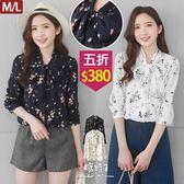 【五折價$380】糖罐子領綁帶滿版花花雪紡上衣→預購(M/L)【E52232】